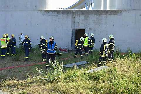 Rettungsübung am Füße der Rügenbrücke