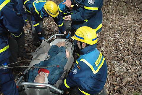 Verletztentransport im Schleifkorb