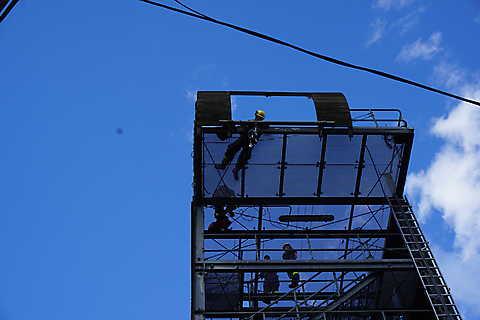 Anbringen der Sicherrungsseile in 16m Höhe